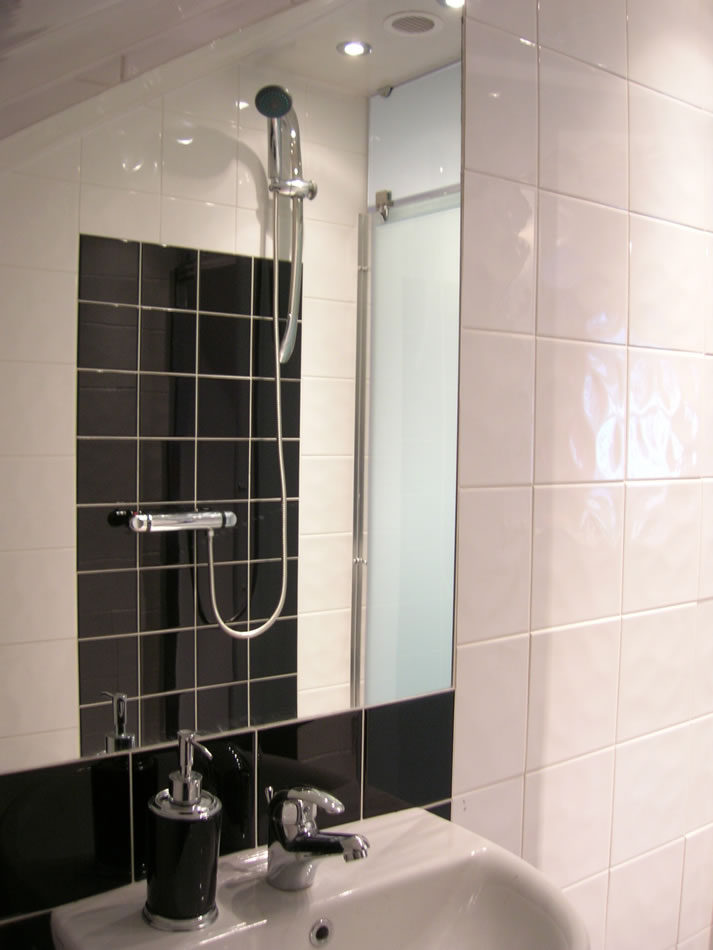 tiling-in-shower-cubicle